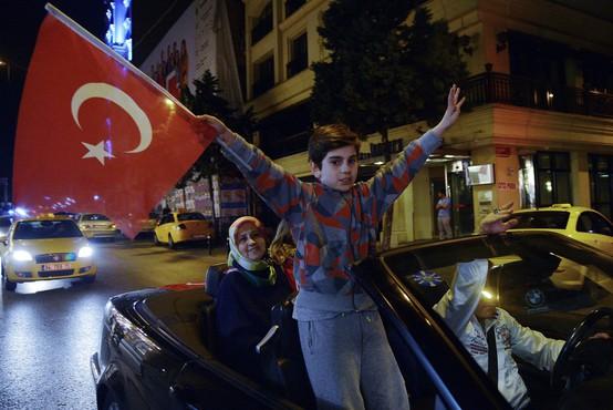 Sum, da je bilo v Turčiji prirejenih do 2,5 milijona glasovnic, ni povsem brez podlage!