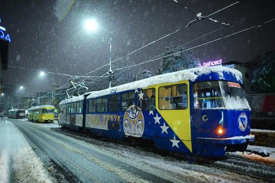 Za vse, ki se odpravljate čez mejo: Sneg ovira promet na Hrvaškem in v BIH!