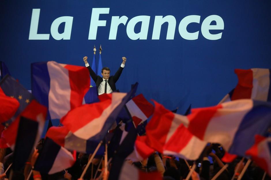Svet pozorno spremlja volitve v Franciji: v drugi krog gresta Macron in Le Penova! (foto: profimedia)