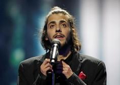Portugalec Salvador Sobral slavil na 62. Evroviziji s čustveno skladbo Amar Pelos Dois!
