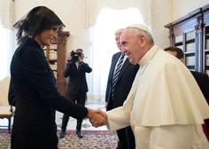 """Papež vpraša Melanio: """"Kaj mu dajete za jesti?"""", ta pa naj bi mu odgovorila, da potico! Ali pa je rekla: pico!?"""