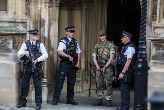 Britanska policija nadaljuje z aretacijami v zvezi s terorističnim napadom v Manchestru