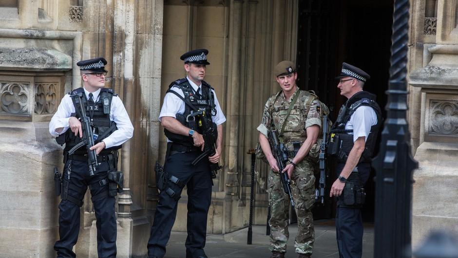 Britanska policija nadaljuje z aretacijami v zvezi s terorističnim napadom v Manchestru (foto: profimedia)