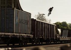 Akrobatski spektakel na vlaku v 48 urah dosegel 4,5 milijona ogledov