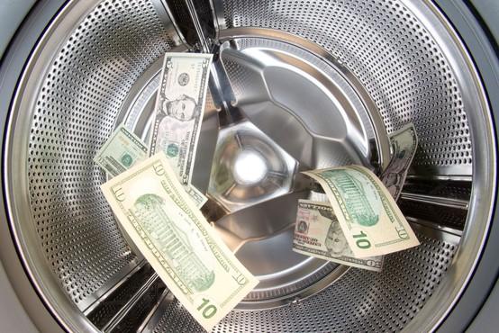 Milijardo dolarjev v NLB sta skupaj prali tako koalicija kot opozicija!