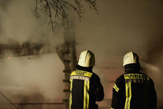 Ljutomer: Skladišča z odpadnimi svečami ni uspelo rešiti niti 300 gasilcem!