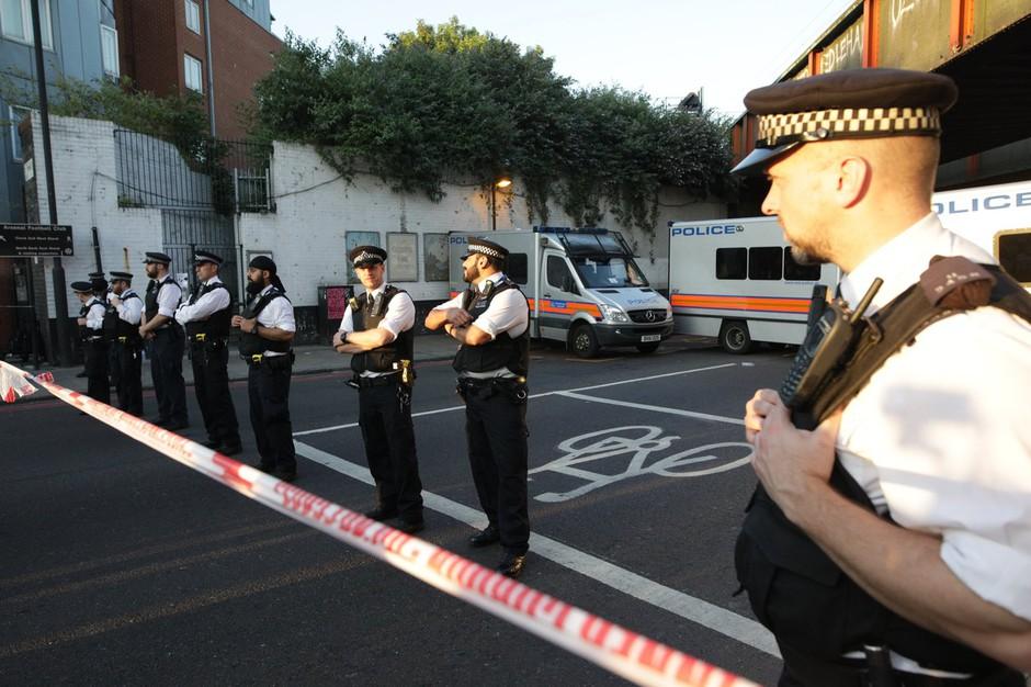 Londonski incident, ko je kombi zapeljal v vernike pred mošejo, je teroristično dejanje! (foto: profimedia)