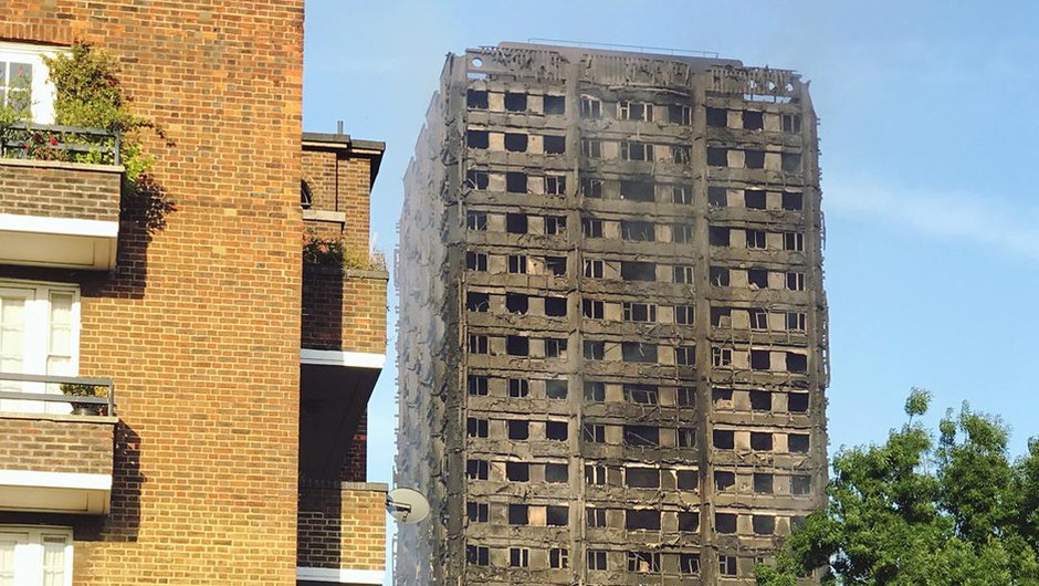 V Londonu zaradi požarne varnosti evakuirali štiri stolpnice (foto: profimedia)