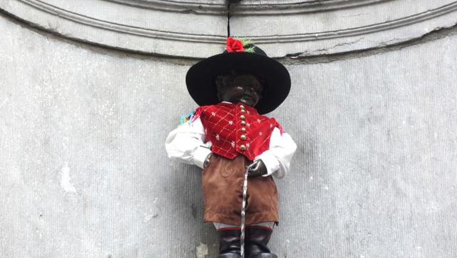 Bruseljski Manneken Pis bo že četrtič oblečen po slovensko (foto: Simona Grmek/STA)