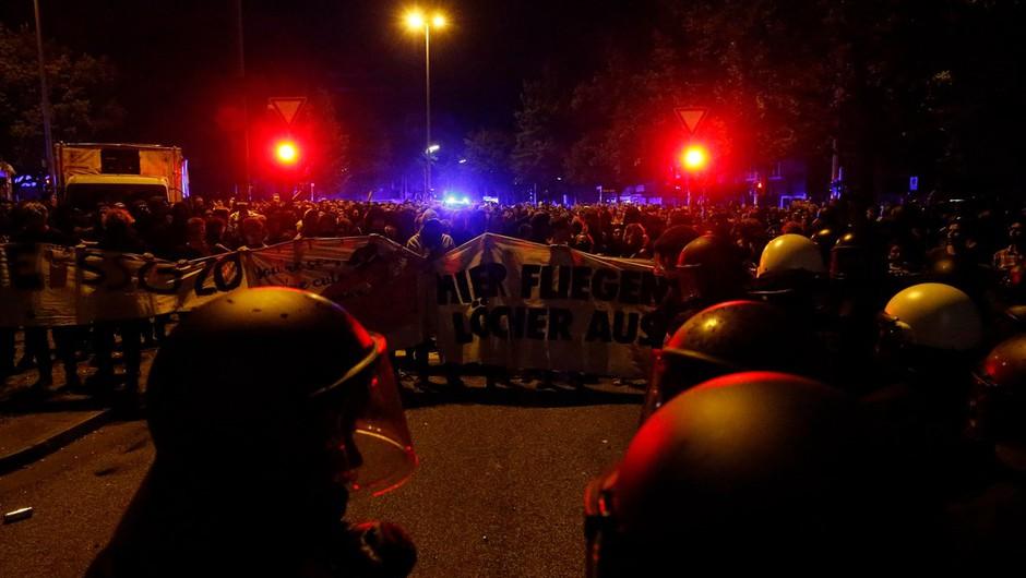 V izgredih v Hamburgu poškodovanih 76 policistov (foto: profimedia)