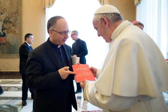 Zaupnik papeža Frančiška ostro napadel ameriško versko desnico