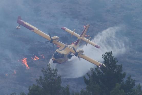 Požara pri Splitu še niso lokalizirali