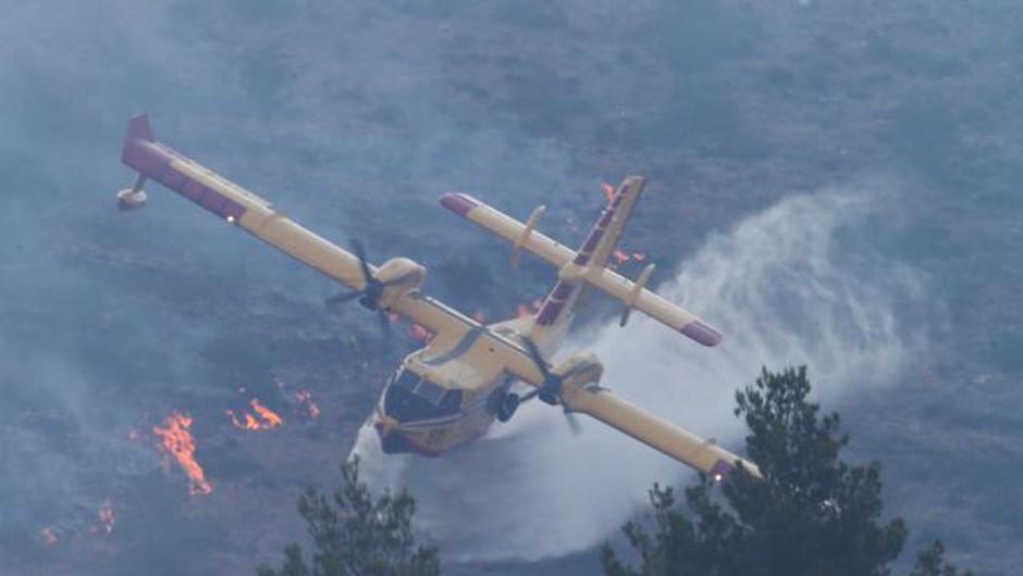 Požara pri Splitu še niso lokalizirali (foto: Hina/STA)