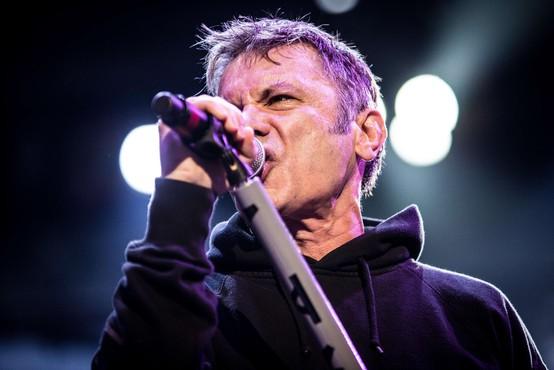Pevec skupine Iron Maiden Bruce Dickinson bo izdal avtobiografijo