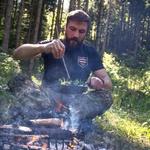 Filip Flisar v divjini z Branetom T. Červekom (foto: Mavricij Pivk, Brane T. Červek)