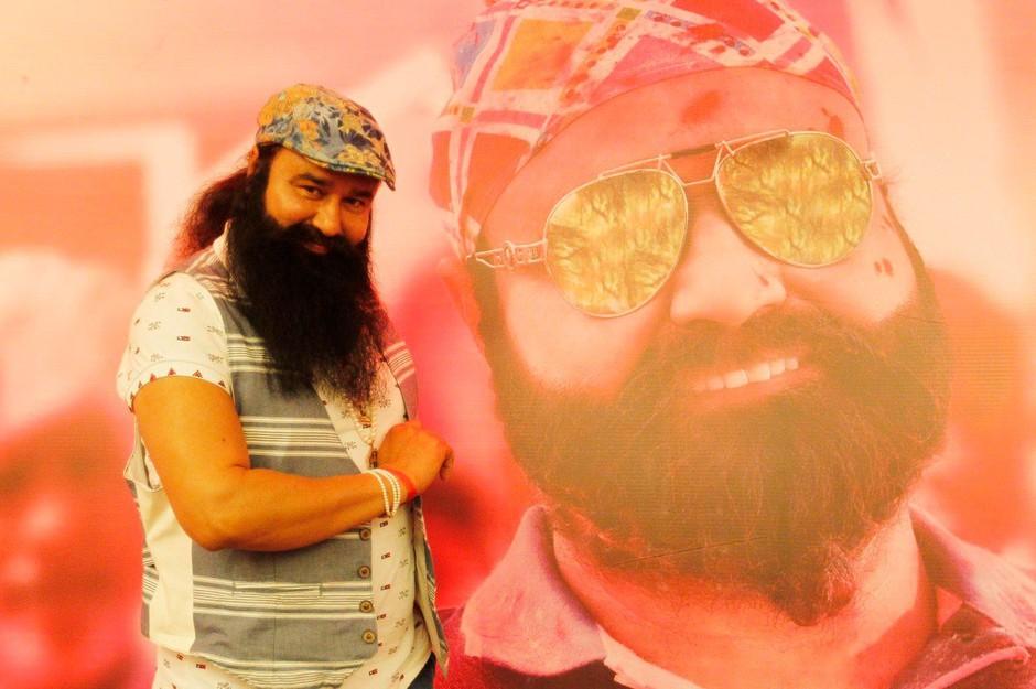 Indijski guru zaradi posilstva v zapor za deset let, njegovi privrženci pa na ulice! (foto: profimedia)