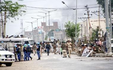 Indijski guru zaradi posilstva v zapor za deset let, njegovi privrženci pa na ulice!
