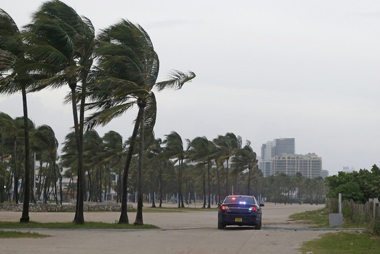 Irma pustoši po jugu Floride! Najhujše še prihaja!