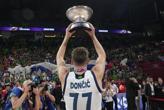 Košarkarski šampioni na Brniku ob 18.45, na Kongresnem pa bodo ob 20. uri!