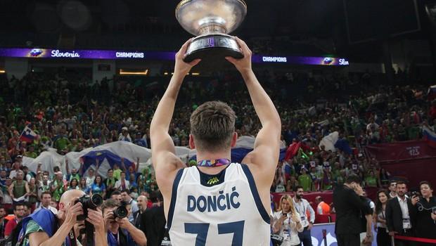 Košarkarski šampioni na Brniku ob 18.45, na Kongresnem pa bodo ob 20. uri! (foto: profimedia)