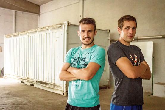 Matej Vinkovič in Jaka Brdnik: Z veseljem bi se prežarčila v dobo pred telefoni