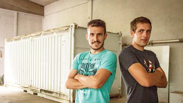 Matej Vinkovič in Jaka Brdnik: Z veseljem bi se prežarčila v dobo pred telefoni (foto: Goran Antley)