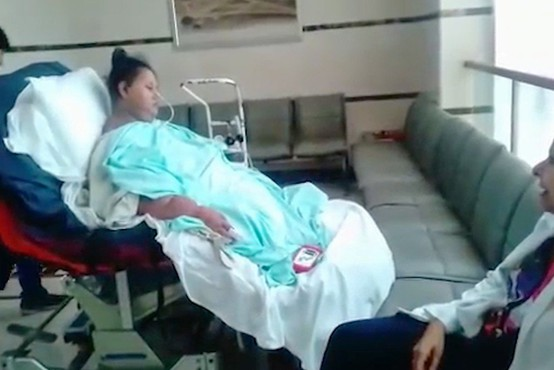 Zaradi postoperativnih zapletov umrla nekoč najdebelejša ženska na svetu