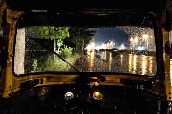 V paniki v gneči na mostu v Mumbaiju številni mrtvi