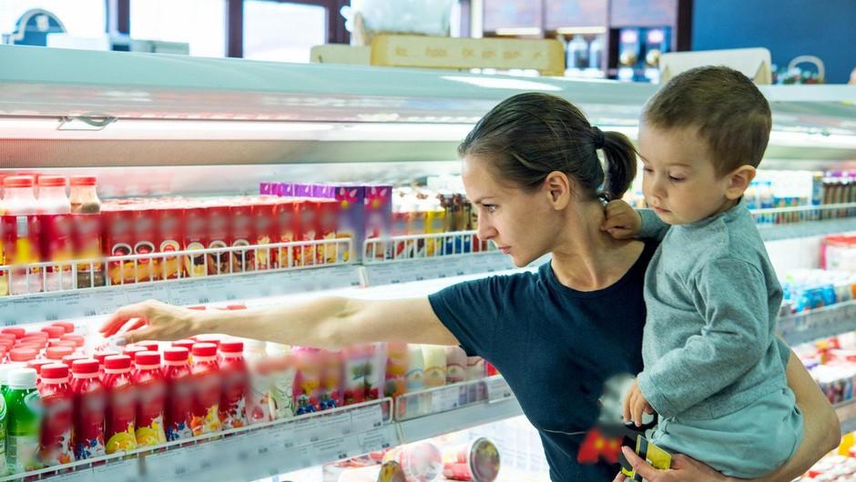 Moški v Nemčiji trgovinam grozil z zastrupitvijo hrane (foto: profimedia)