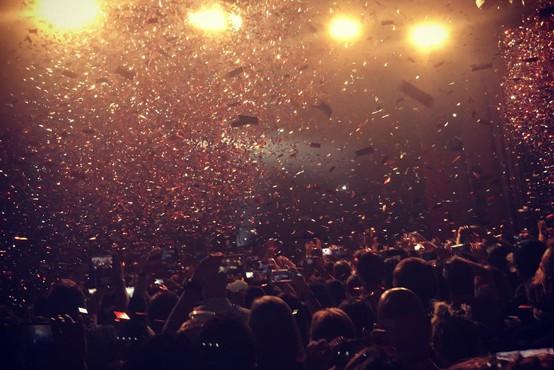 V Las Vegasu na festivalu country glasbe prišlo do streljanja