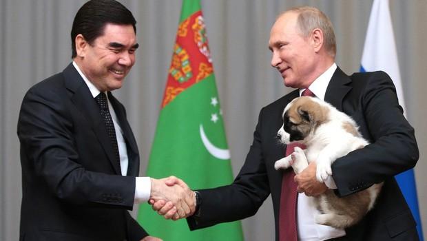 Putin od predsednika Turkmenistana prejel psička (foto: profimedia)