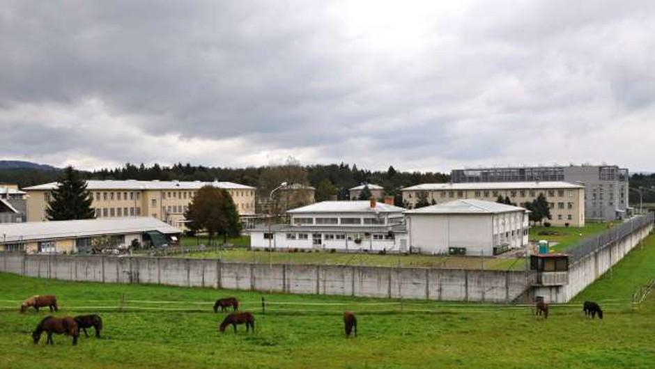 20 zapornikov na Dobu se je uprlo, poročajo Primorske novice! (foto: STA)
