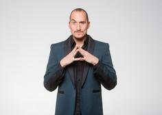 Razgaljeni komik, igralec in TV-voditelj  Vid Valič