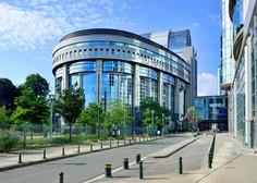 Več kot deset žensk naj bi v Evropskem parlamentu doživele spolno nadlegovanje