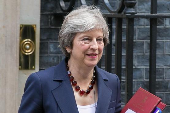 Theresa May odločno nad politike in poslance, ki so spolno nadlegovali uslužbence!
