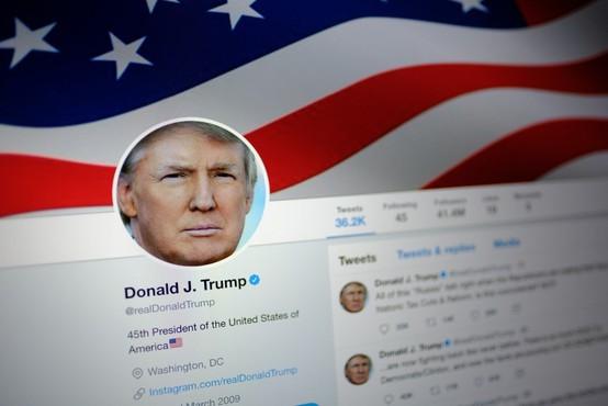 Donald Trump z jeznim rafalom tvitov zaradi prvih obtožnic za rusko vpletanje v volitve!