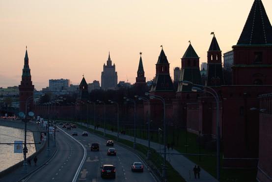 V Moskvi zaradi groženj z bombami evakuirali več tisoč ljudi