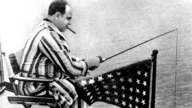 Na fotografiji je Al Capone v trenutku, ko ribari s svoje jahte! (foto: profimedia)
