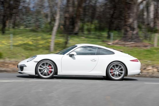 Jamajčan s Porschejem po dolenjski avtocesti z 239 kilometri na uro