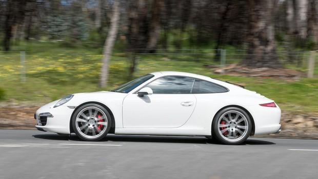 Jamajčan s Porschejem po dolenjski avtocesti z 239 kilometri na uro (foto: profimedia)