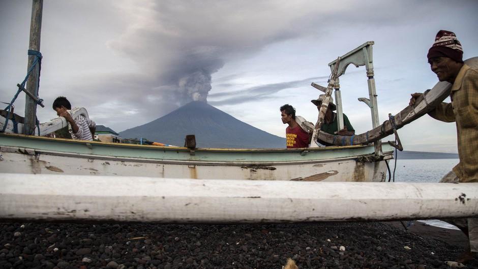 Na Baliju v strahu pred izbruhom vulkana odredili evakuacijo 100.000 ljudi (foto: profimedia)