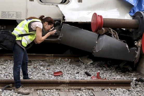 Več ranjenih v iztirjenju vlaka na jugu Španije