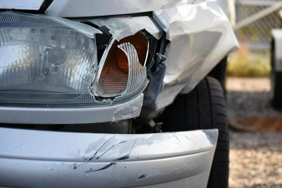 Huda prometna nesreča slovenskega avtobusa in slovenskega avtomobila v Avstriji