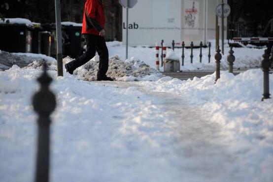 Sneženje po državi ponehalo, težave predvsem v prometu in pri oskrbi z elektriko
