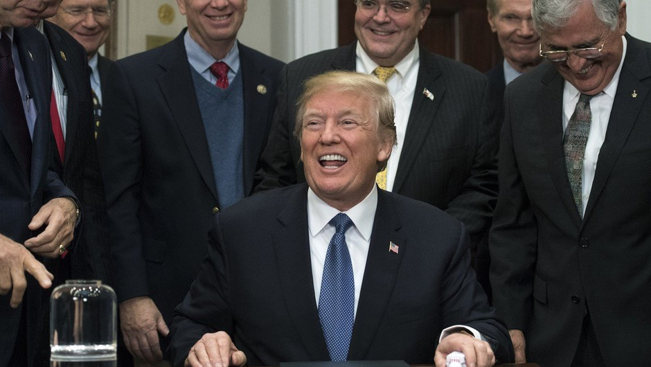 Donalda Trumpa pozivajo k odstopu zaradi spolnih nadlegovanj (foto: profimedia)