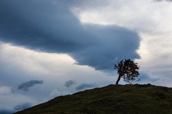 O razmerah na terenu zaradi vetra in dežja tudi republiški štab civilne zaščite