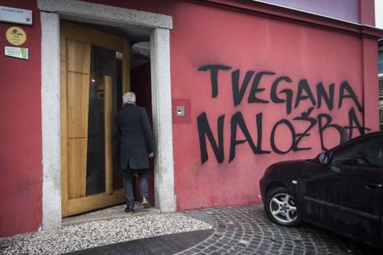 Na dan javne dražbe hostla Celica protest proti napadu na Metelkovo