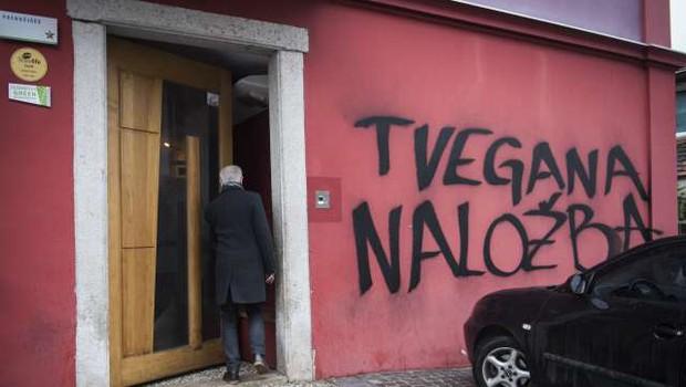 Na dan javne dražbe hostla Celica protest proti napadu na Metelkovo (foto: Bor Slana/STA)