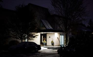 Kanadskega milijarderja in njegovo soprogo zadavili v kleti njune hiše