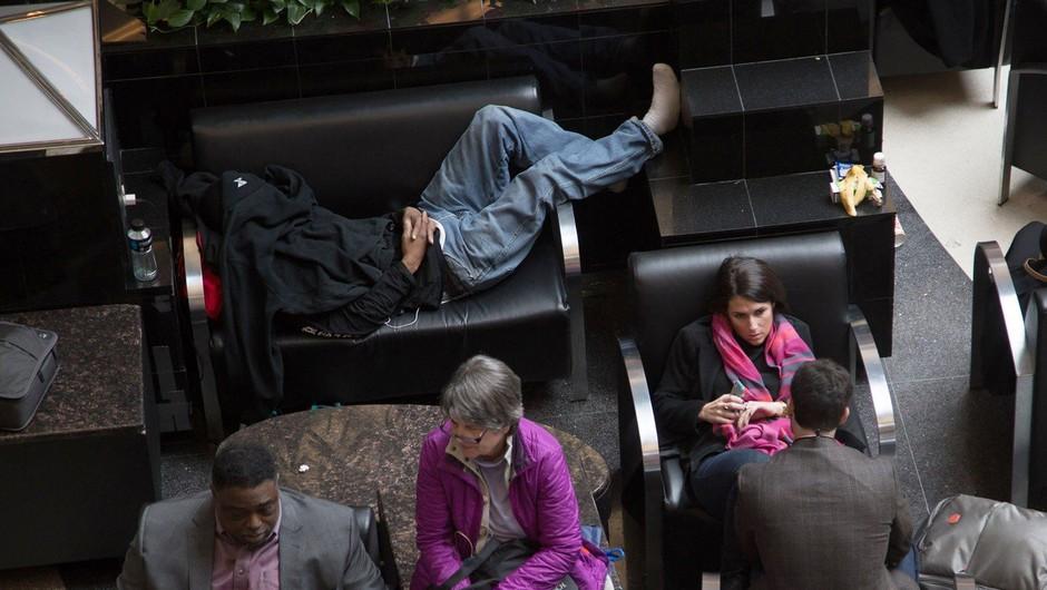 Izpad elektrike povzročil zaprtje največjega letališča v ZDA (foto: profimedia)
